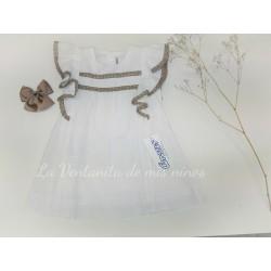 Vestido de bebe blanco con detalles camel de Ancar