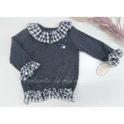 Jersey gris de punto con volantes de cuadros de Baby Yiro