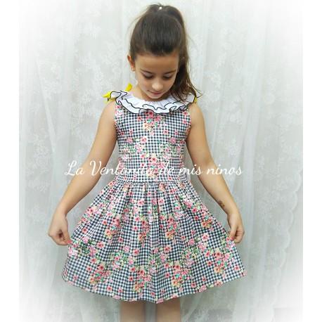 018bd2edde vestido cuadros vichy negro con flores de mon petit bonbon